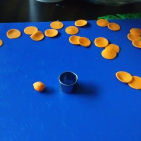 Pic 19 Cut circles for bead base