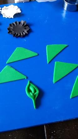 Pic 6 Ruffled half circles base and make leaves
